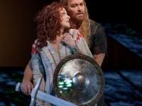 Η Deborah Voigt ως Brünnhilde και ο Jay Hunter ως Siefgried  (φωτο: The Metropolitan Opera)