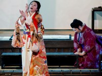 "Maria Luigia Borsi (Butterfly) και Olesya Petrova (Cio-Cio-San) στην παράσταση της ""Madama Butterfly"". Φωτο: Stefanos"