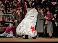 """Σκηνή από την όπερα """"H Μύτη"""" (φωτο: Metropolitan Opera)"""