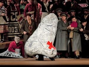 Φαντασμαγορική παραγωγή της «Μύτης» του Shostakovich από Met