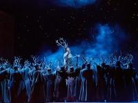 Σκηνή από την όπερα «Falstaff». Φωτο: Metropolitan Opera/Ken Howard.