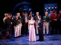 """Ειρήνη Καράγιαννη, Βασίλης Καβάγιας και η Χορωδία της ΕΛΣ σε σκηνή της """"Σταχτοπούτας"""" (φωτο: ΕΛΣ)."""