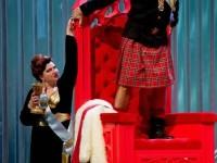 """Δήμητρα Θεοδοσίου (Lady Macbeth) και Δημήτρης Τηλιακός (Macbeth) σε σκηνή της όπερας """"Macbeth"""". Φωτο: ΕΛΣ/Stefanos."""