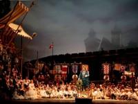 """Σκηνή από την παράσταση των """"Αρχιτραγουδιστών της Νυρεμβέργης"""". Φωτο: The Metropolitan Opera."""