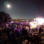 2ο Διεθνές Φεστιβάλ Μουσικής Μολύβου. Λέσβος 16 Αυγούστου 2016.    -  Στη φωτογραφία :  Άποψη του κοινού από το Κάστρο του Μολύβου.