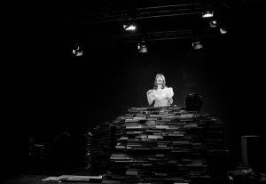 Ευτυχισμένες Μέρες του Samuel Beckett  (ή η Παυσίλυπος  Άμπελος των Λέξεων)
