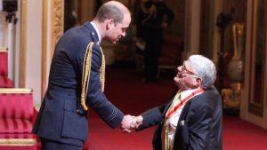 sir-jeffrey-tate-receiving-his-knighthood-in-2017