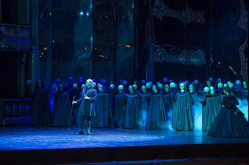 O Erwin Schrott και η Χορωδία της Βασιλικής Όπερας (φωτο: Bill Cooper/ROH).