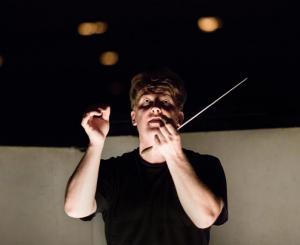 Ο αρχιμουσικός Matthias Fοremny.