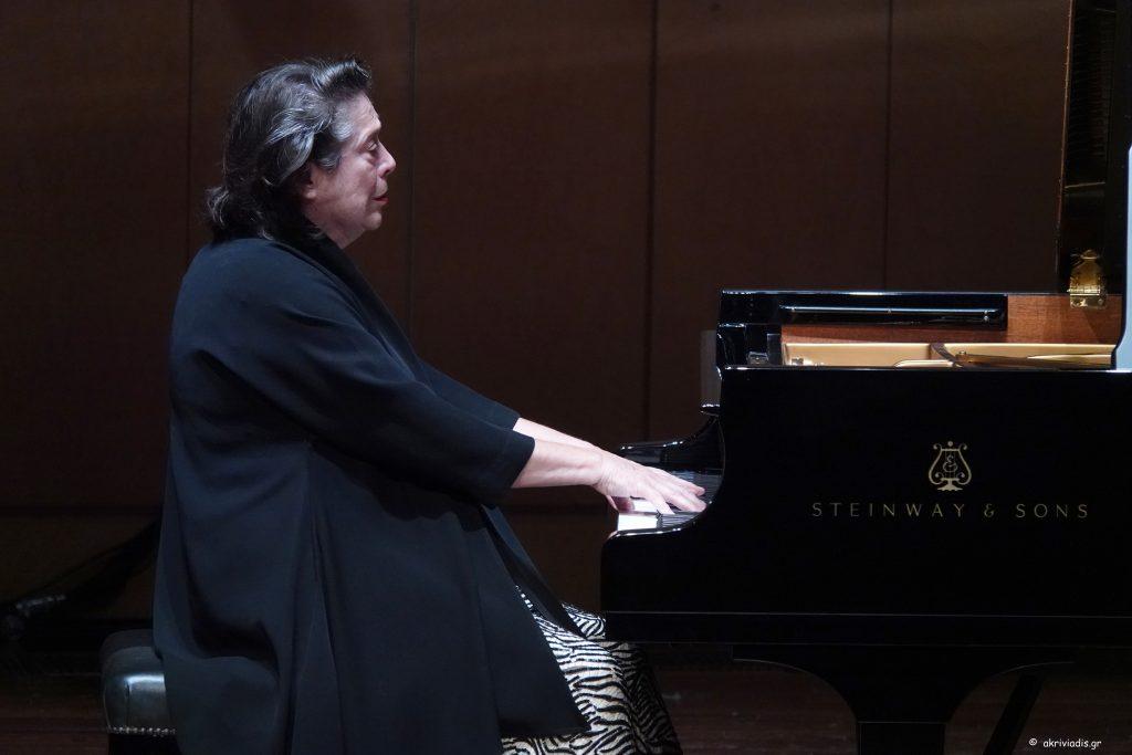 Ἐλίζαμπετ Λεόνσκαγια σὲ σονάτες Σοῦμπερτ ἢ... Das Klavier ist ein gutes Tier 1 ! <br>Λιουντμίλα Μοναστίρσκα-Δημήτρης Πλατανιᾶς «γκαλά» (γιατὶ ὄχι «βραδυά;) ὄπερας.