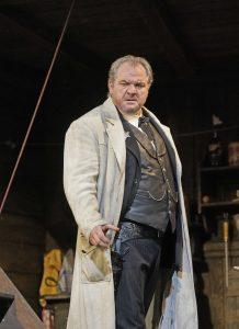 Ο Željko Lučić ως σερίφης Jack Rance. Φωτο: Ken Howard/The Met.