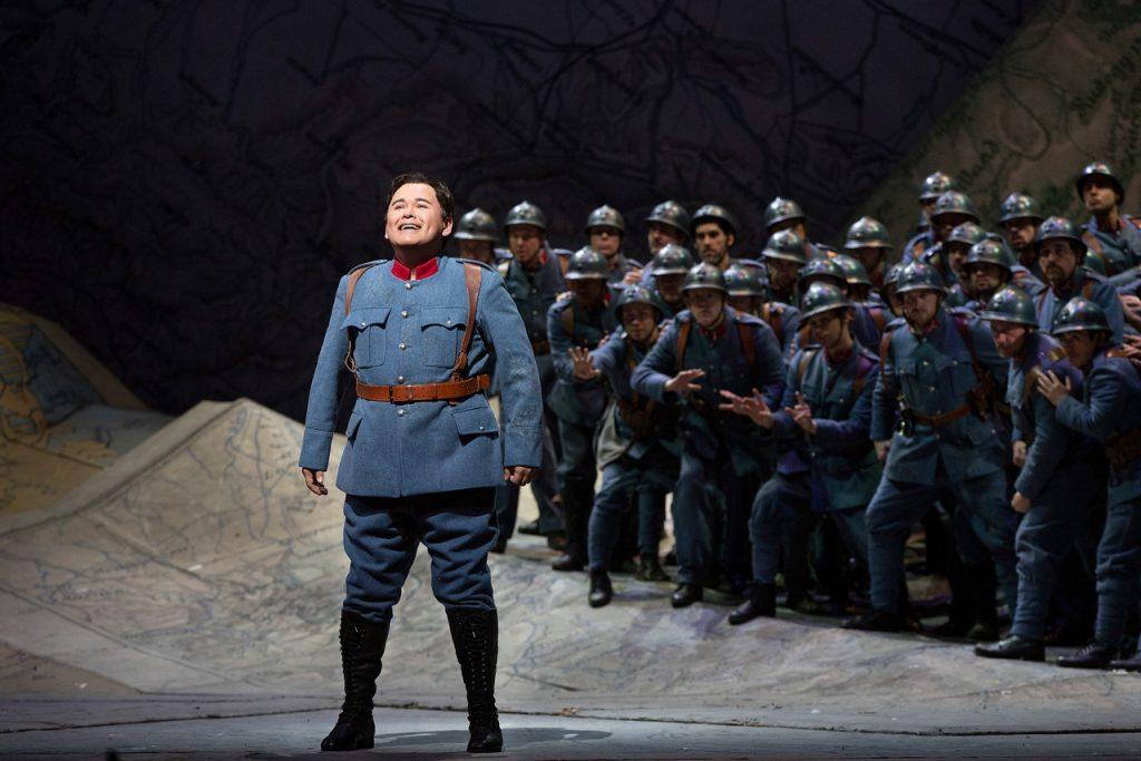 Ο Javier Camarena στον ρόλο του Tonio. Φωτο: Marty Sohl / Met Opera.