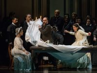 """Σκηνή από την παράσταση της """"Lucia di Lammermoor"""". Φωτο: Δ. Σακαλάκης."""