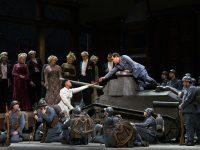 """Η Pretty Yende ως Marie και ο Javier Camarena ως Tonio στου Donizetti την όπερα """"La Fille du Régiment."""" Φωτο: Marty Sohl / Met Opera"""