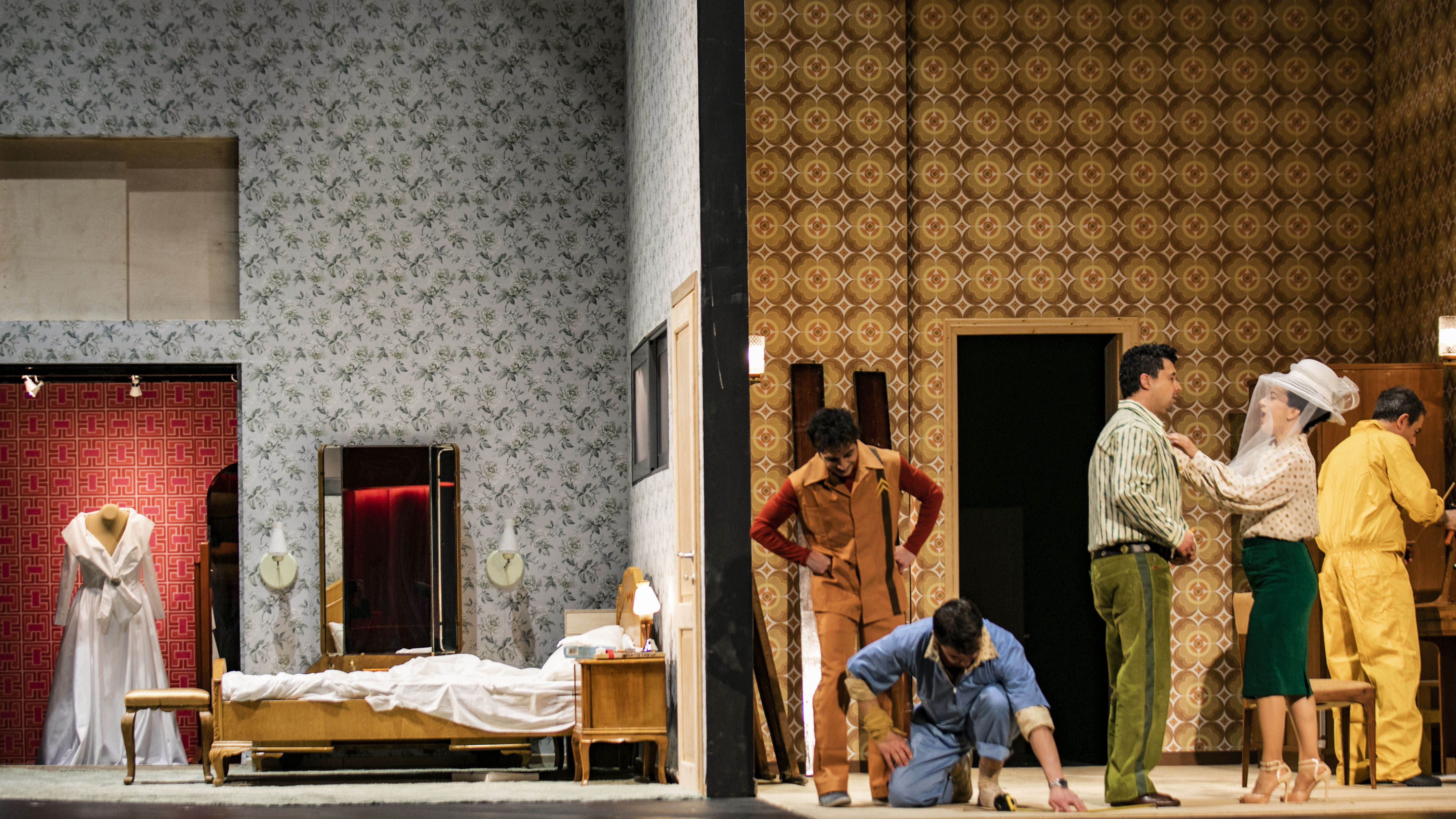 """Σκηνή από την παραγωγή της όπερας """"Οι Γάμοι του Φίγκαρο"""". Γιάννης Σελητσανιώτης, Χρύσα Μαλιαμάνη. Φωτο: Αντρέας Σιμόπουλος."""