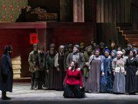 """Σκηνή από την όπερα """"Lady Macbeth από το Mtsensk"""" όπως παρουσιάστηκε από την ΕΛΣ. Φωτο: Δ. Σακαλάκης."""