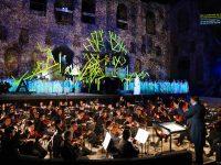 """Σκηνή από την παράστασης της όπερας """"Norma"""" στο Ηρώδειο. Φωτο: Χ. Ακριβιάδης."""
