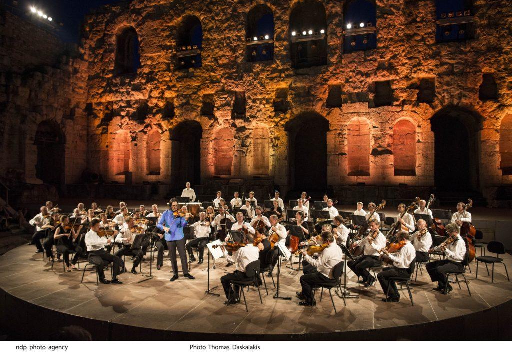 Συμφωνική Ορχήστρα Βιέννης και Λεωνίδας Καβάβος. Φωτο: Θωμάς Δασκαλάκης.