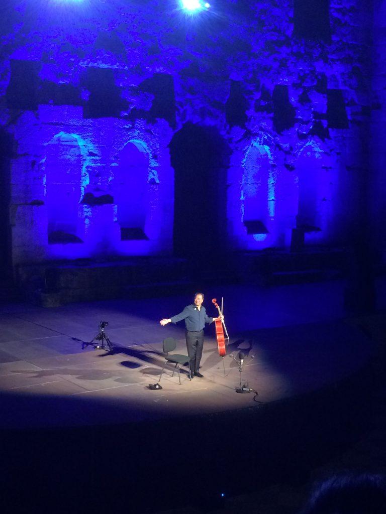 O Yo-Yo Ma ευχαριστεί το αθηναϊκό κοινό.