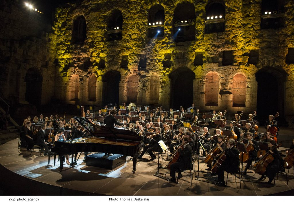H Yuja Wang και η Φιλαρμονική Ορχήστρα του Λουξεμβούργου, υπό τη διεύθυνση του Gustavo Gimeno, ερμηνεύουν George Gershwin. Φωτο: Θωμάς Δασκαλάκης.