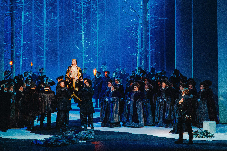 """Σκηνή από την αθηναική πρεμιέρα του """"Don Carlo"""". Φωτο: Βαλέρια Ισάεβα."""