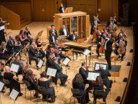 Η Κρατική Ορχήστρα Αθηνών, υπό τη διεύθυνση του Γιώργου Πέτρου, ερμηνεύει Bach.