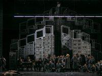 """Σκηνή από τη νέα παραγωγή της όπερας """"Wozzeck"""" του Alban Berg όπως παρουσιάστηκε από την ΕΛΣ. Σκηνοθεσία του Olivier Py. Φωτο: Α. Σιμόπουλος."""