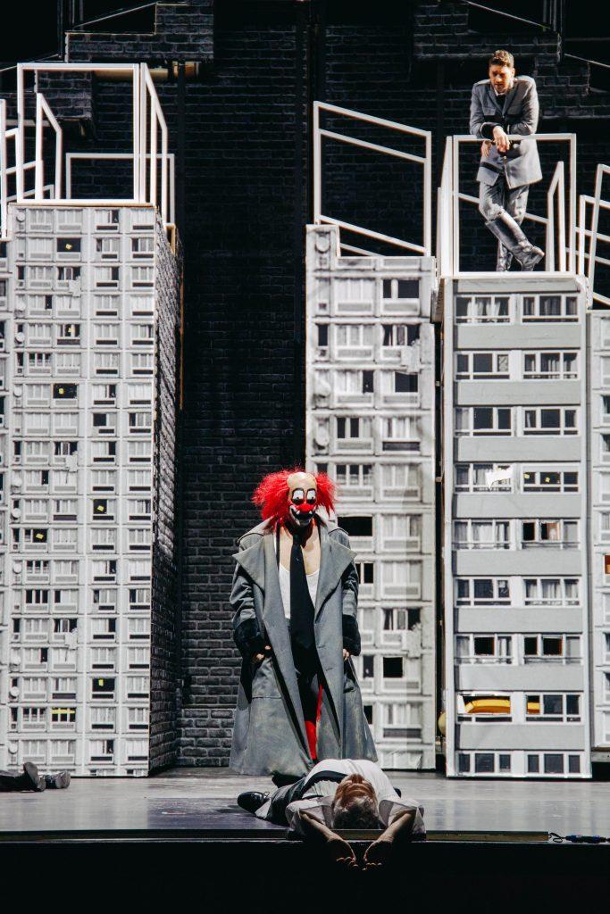 """Σκηνή από την όπερα """"Wozzeck"""" του Alban Berg, όπως παρουσιάστηκε από την ΕΛΣ. Φωτο: Βαλέρια Ισάεβα"""
