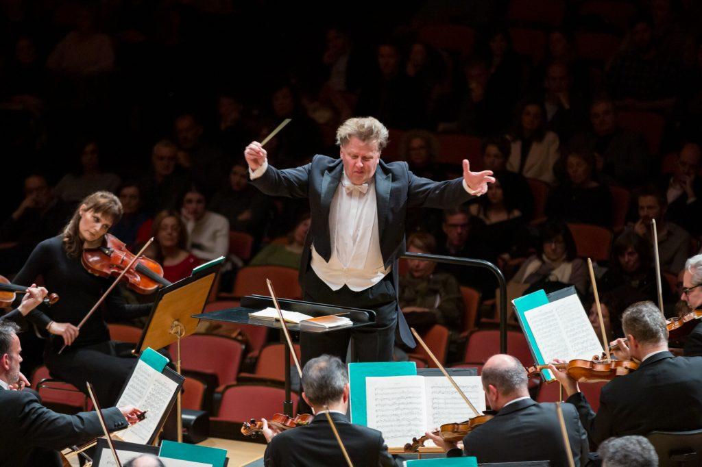 O Matthias Foremni διεθύνει την Κρατική Ορχήστρα Αθηνών. Φωτο: Μαρία Γραμματικού.