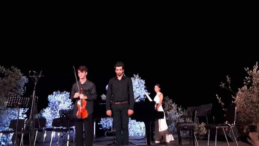 Χριστόφορος Πετρίδης (βιολί) και Ανδρέας Κερκέζος (πιάνο).