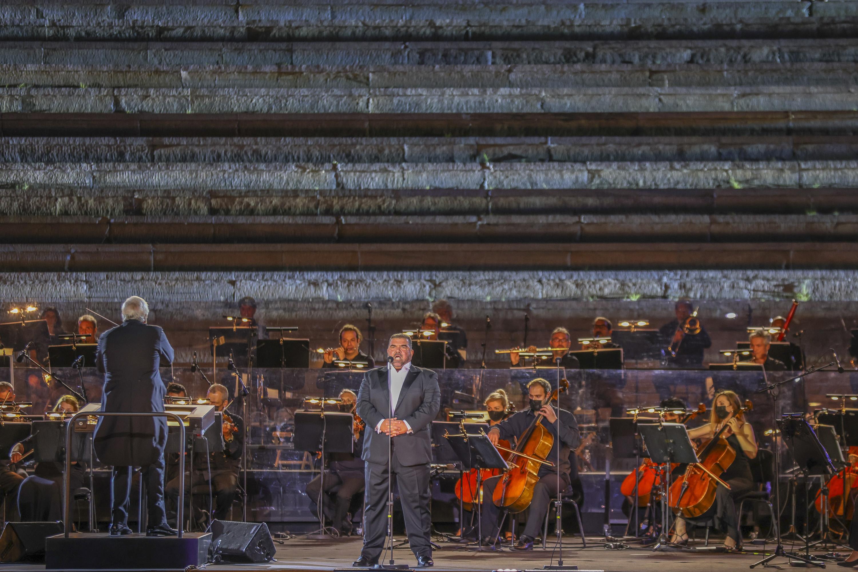 Ο Δημήτρης Πλατανιάς και η ορχήστρα της ΕΛΣ, υπό τον Philippe Auguin (φωτο: Α. Σιμόπουλος).